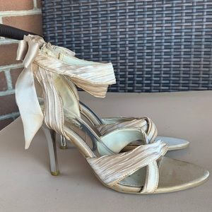 LE Chateau Gold Strappy Heels